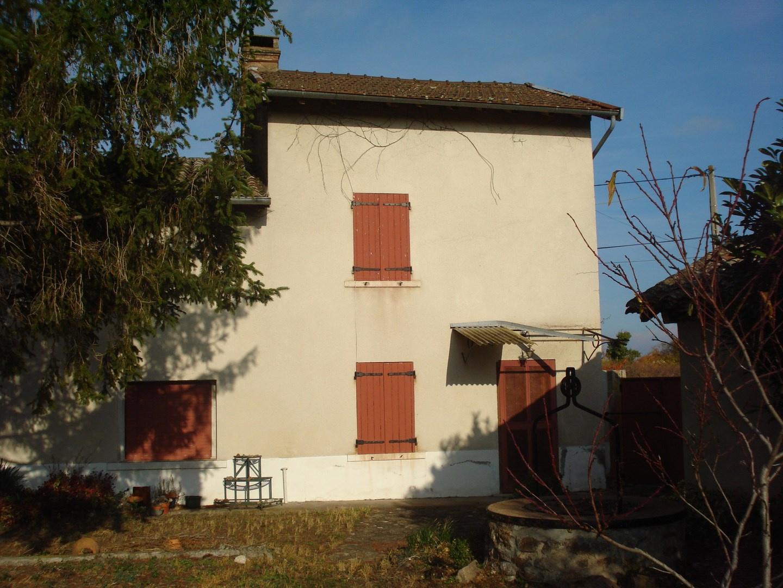 Saint Etienne des Oullières. Bâtisse à rénover