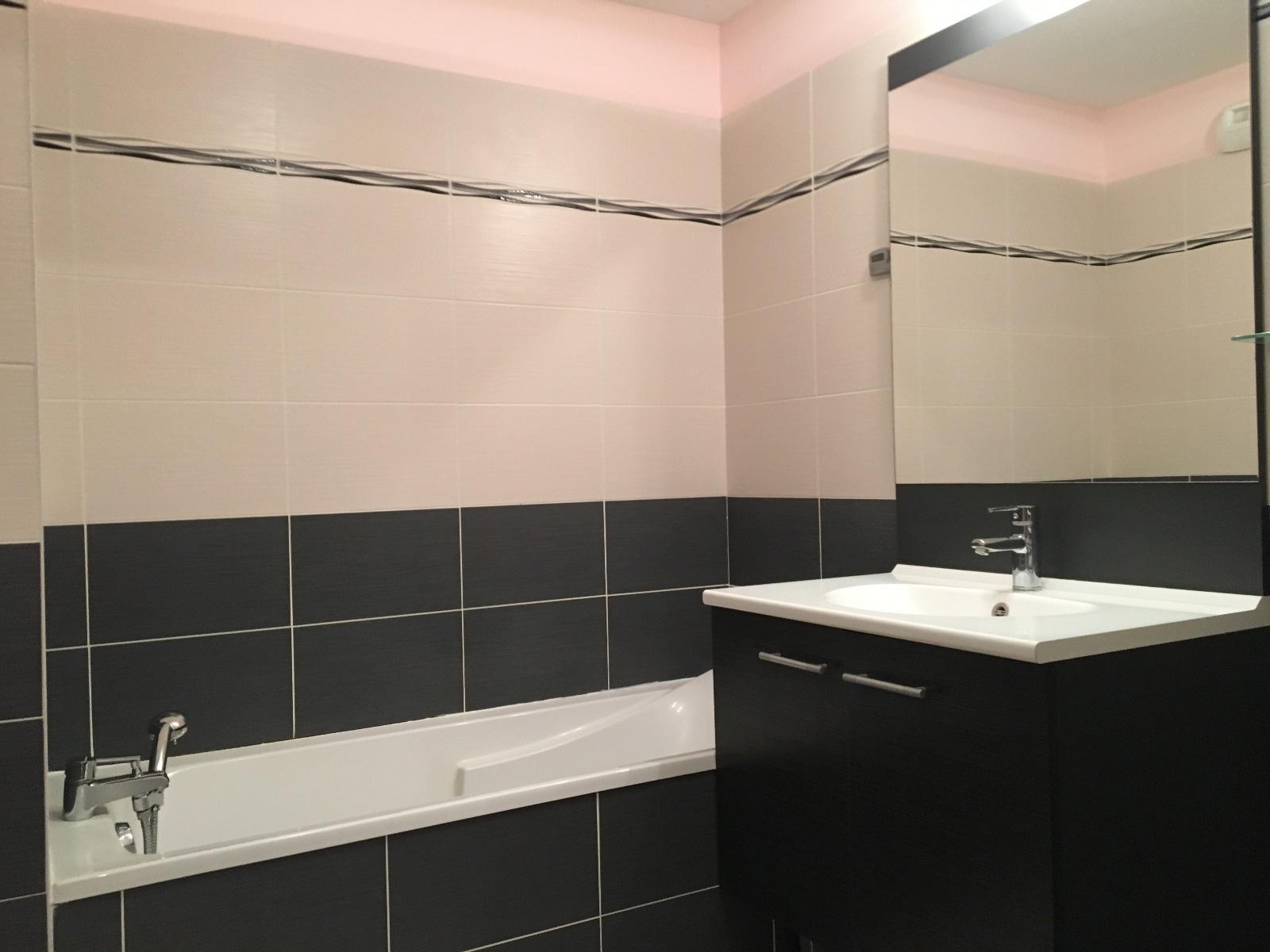 Salle de bains avec vasque