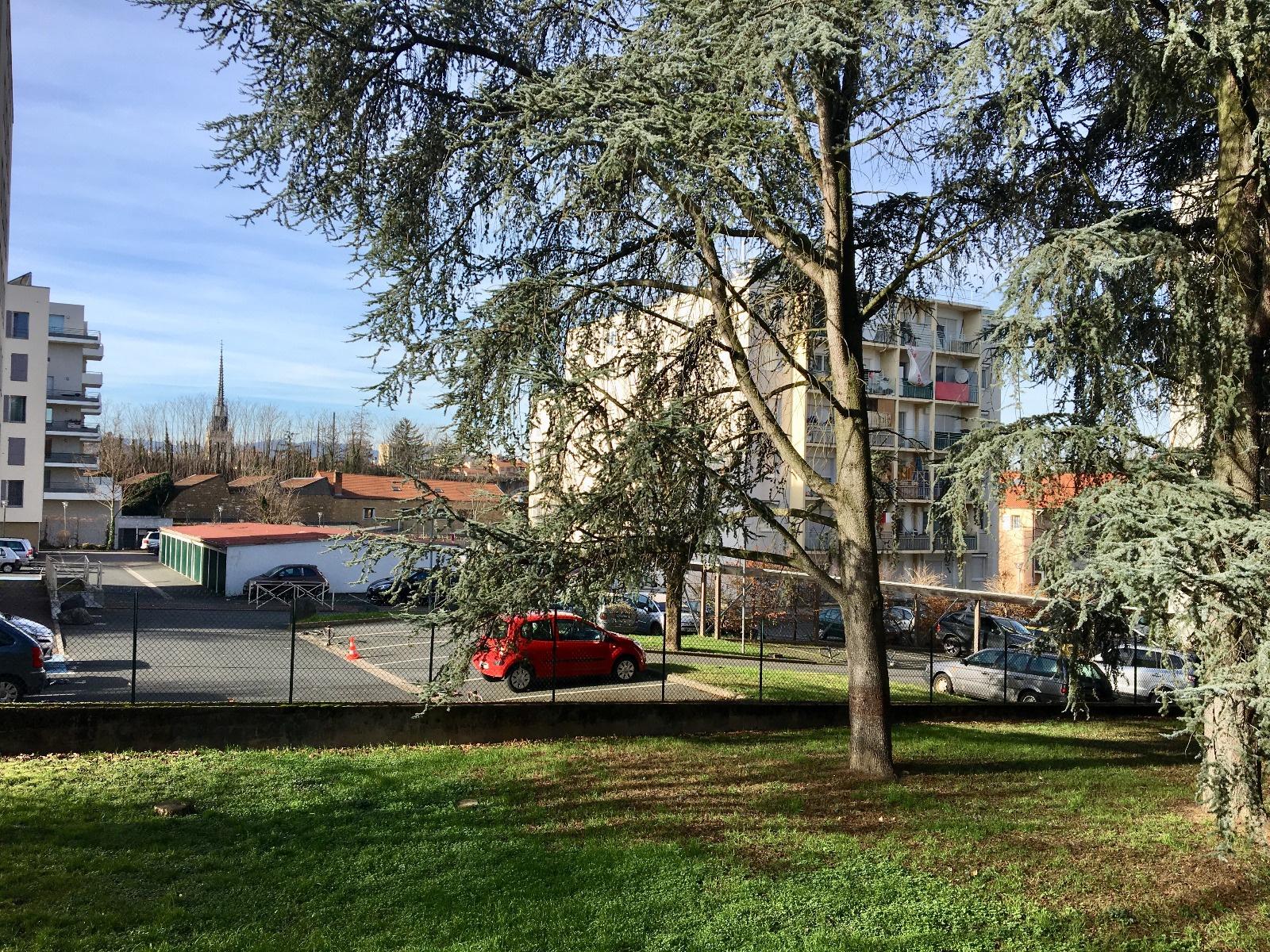 Villefranche sur Saône Centre. T4. Vue ND des Marais
